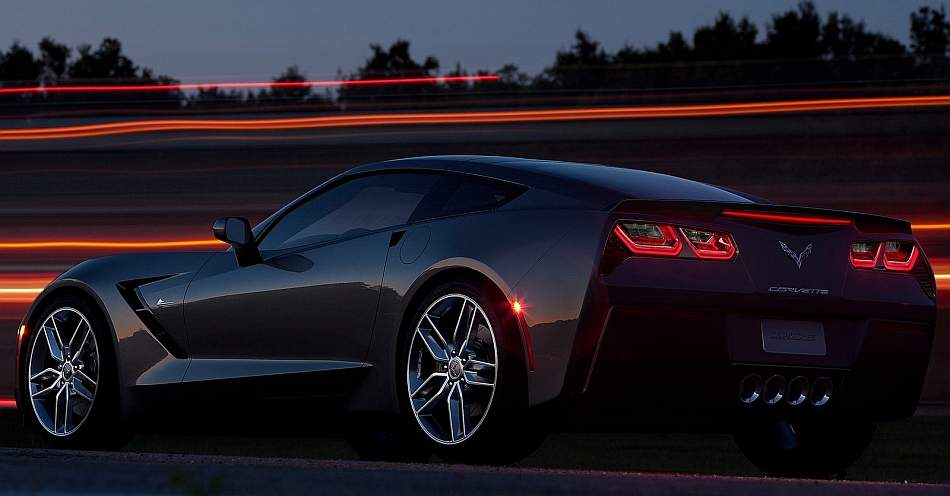 2014-Chevrolet-Corvette-Stingray-C7-Rear-7-8-Left-Close-Up-Night-Shot
