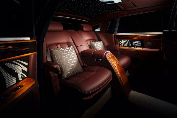2014-Rolls-Royce-Pinnacle-Travel-Phantom-Luxury-Interior