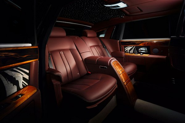 2014-Rolls-Royce-Pinnacle-Travel-Phantom-Luxury-Seats