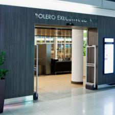 Pasażerowie biznesowi Emirates z dostępem do wszystkich salonów Executive na Lotnisku Chopina w Warszawie