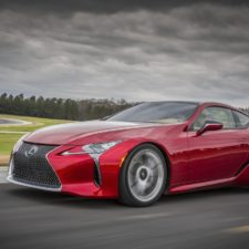 Wakacyjne pokazy Lexus LC