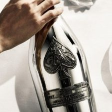 Świętuj w dobrym stylu z nowym Blanc de Blancs en Magnum